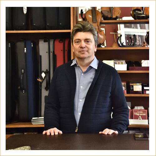 Dárius Music-Délczeg Zoltán alapító, igazságügyi szakértő
