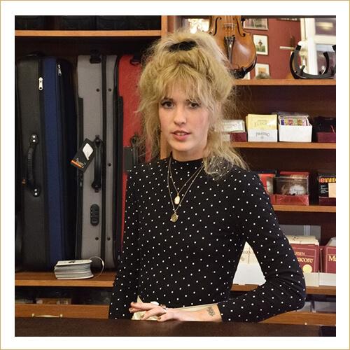 Dárius Music - Tóth Beatrix - eladó, üzletvezető helyettes