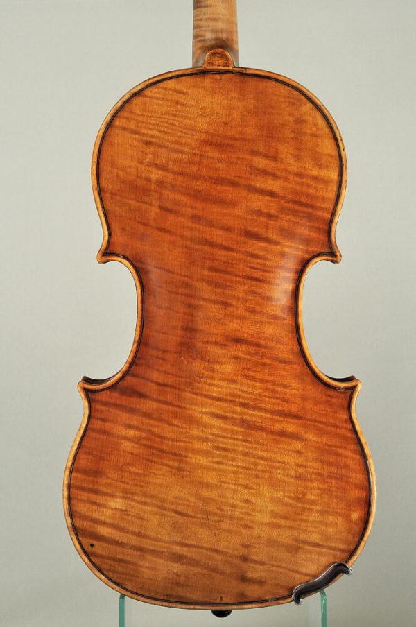 M. Heinicke antik mesterhegedű hátoldala 1950-ből