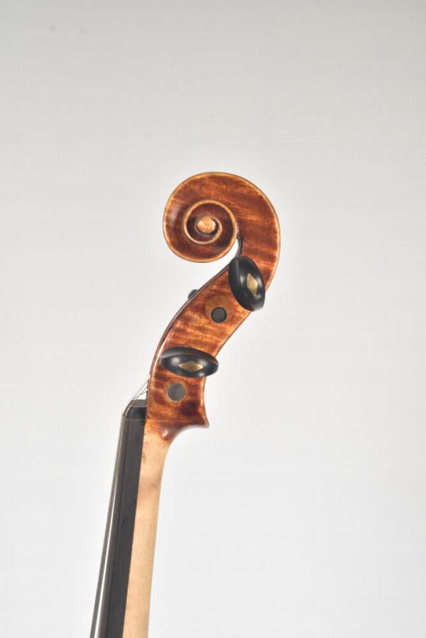 M. Heinicke antik mesterhegedű csiga