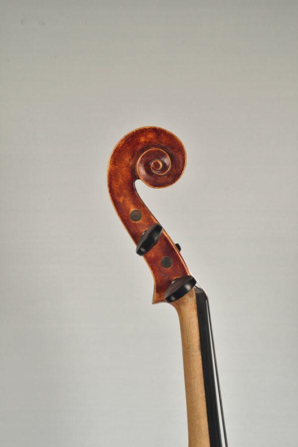 G. Chiocci antik mesterhegedű csiga